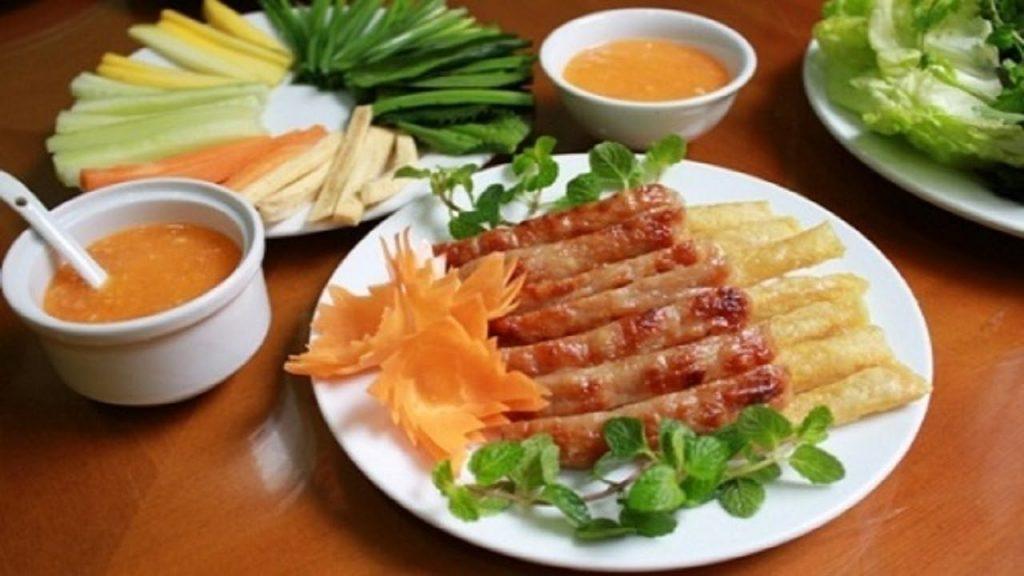 Nem nướng Đà Lạt là món ăn được đánh giá nhất định phải thử