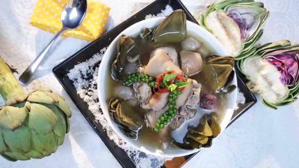 Những quán cơm ngon ở Đà Lạt thường có món canh atiso hầm giò heo.