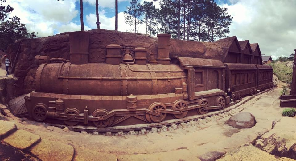 nhà ga Đà lạt ở đường hầm đất sét